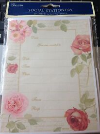 ROSES invites b/n with envelopes x 5 lots of 20