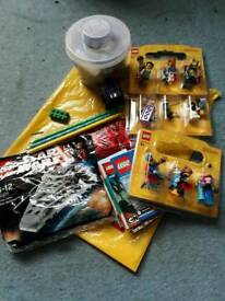 Lego bricks pot and 12 minifigures