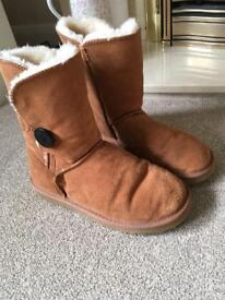 Women's size 5 ugg boots