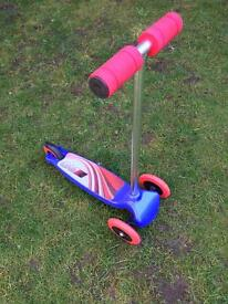 3 wheel lean and turn boys scooter £10