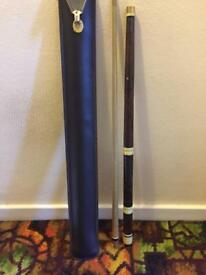 Pool/snooker cue and case