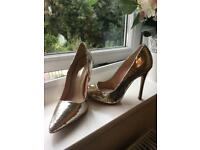 Silver crackled effect Stilettos size 3