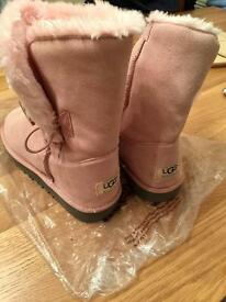 UGG BAILEY BUTTON WOMANS CHESTNUT TWINFASE BOOTS Size UK-6.5 PINK