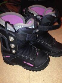 Girls snowboard boots