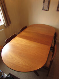 expandable oak dining table w/ 4 oak chairs