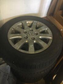 "16"" VW alloy wheels w/ 2x winter tyres"