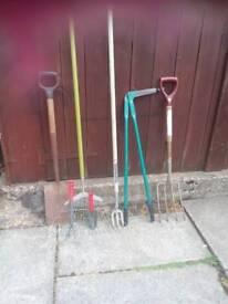 Garden hand 7 items spade,fork,rake,hoe,edger,ect,