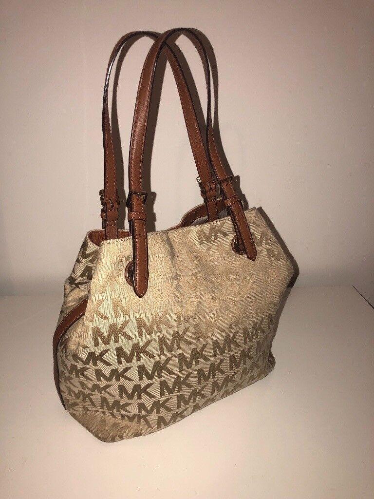 5c6d3c086906b1 Michael kors handbag/Tote. 2in1. A+++ condition. Cream/tan colour. Very  good buy. Do not miss!