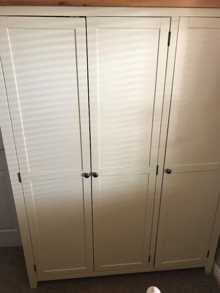 Listers Free standing 3 door wardrobe