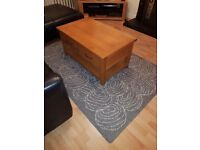 Solid oak coffe table with storage