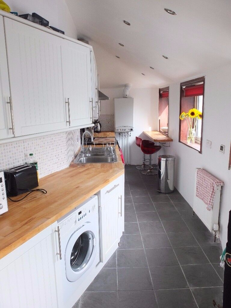 2 bedroom self contained flat for rent in Broomhill Road