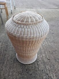 Wicker ratan basket - large laundry with lid
