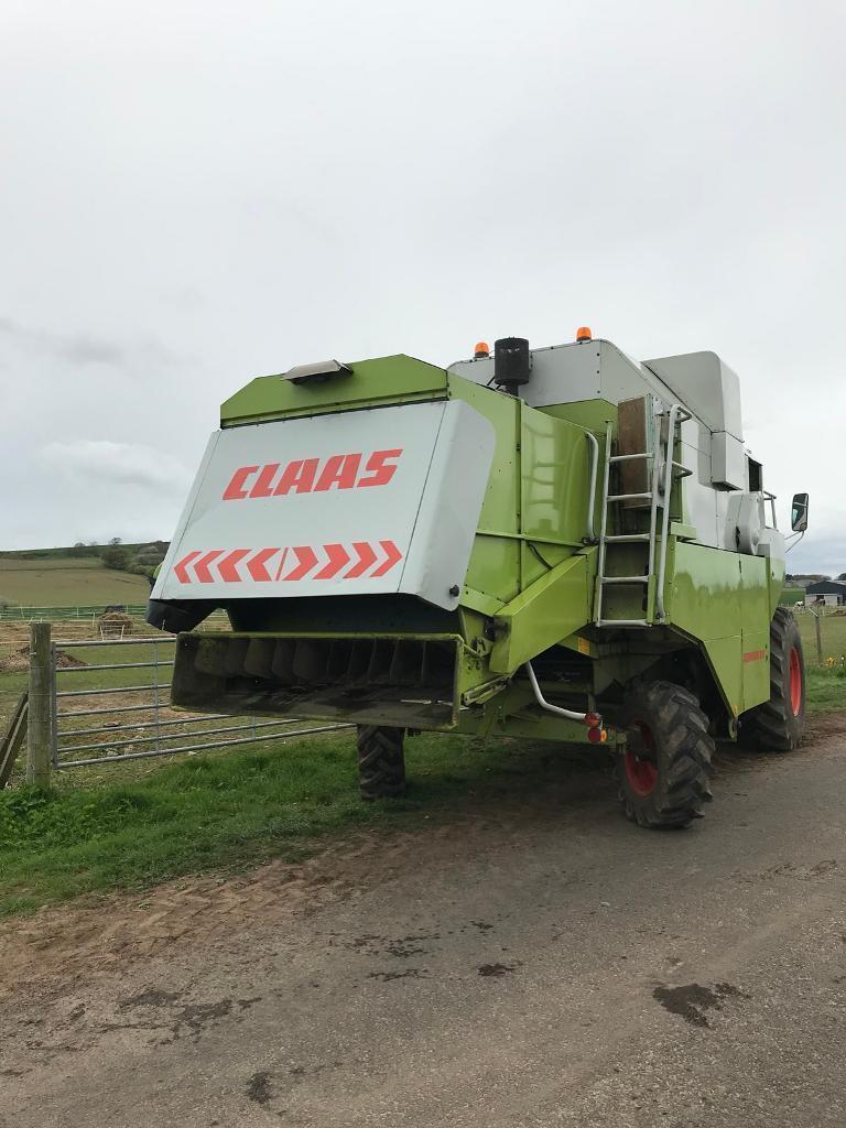 Claas Dominator tractor combine