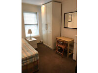 LARGE SINGLE ROOM IN CLEAN AND QUIET HOUSE, 3 MIN WALK TOTTENHAM HALE TUBE, ALL PROFESIONAL