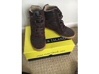 River island brown wedge trainer