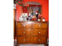Wooden mirrored chest of 2 long drawers and 2 short closing smoothly, on shaped legs, around 1930.