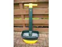 Lawn Weed and Feed Spreader