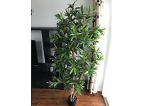 VERY REALISTIC Artificial tree 6ft to use as an office, house or indoor decoration.