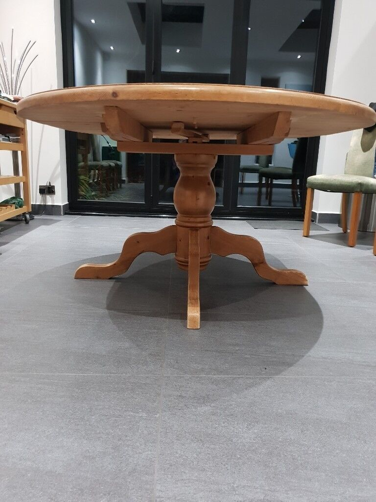 Extendable round/oval wooden dining table (seats 8) | in ...