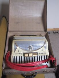 Settimio Soprani 72 accordion in Original Case