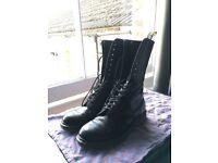 size 9.5 black 14 hole dr marten boots vgc