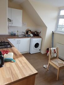 DOUBLE EN-SUITE ROOM TO-LET ON TEMPLE FORTUNE MANSION. FINCHLEY RD. NW11 OQX