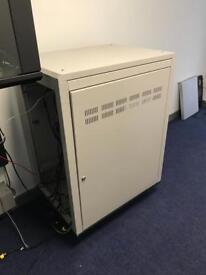 Mobile server rack cabinet