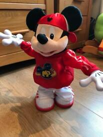 M3 master moves Mickey Mouse dancing toy