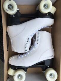 Firefly quad rollerskates (White)