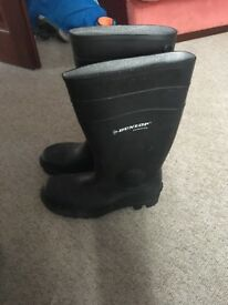 Dunlop welly boots size 9