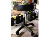 Professional Hairdresser / Hairdressing Cutting / Styling Stool