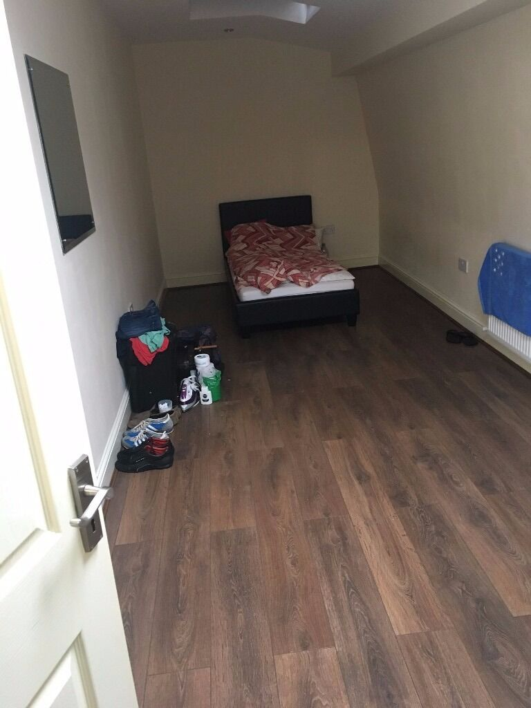 1 Bedroom first floor flat available in E7 £1050 PCM