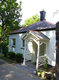 Well presented 3 bedroom cottage available 1st September