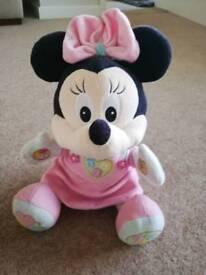 Minnie mouse singing teddy