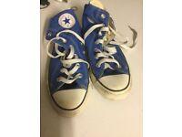 Converse hi tops in blue - size UK 4