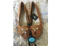 Size 6 Brown tassel shoes NEVER WORN WITH TAGS ON