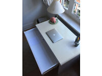 White Luxor desk in very good condition for sale