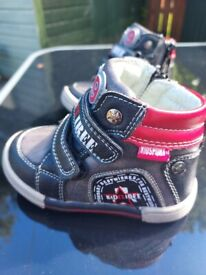 Kidssport Boys shoes size 21