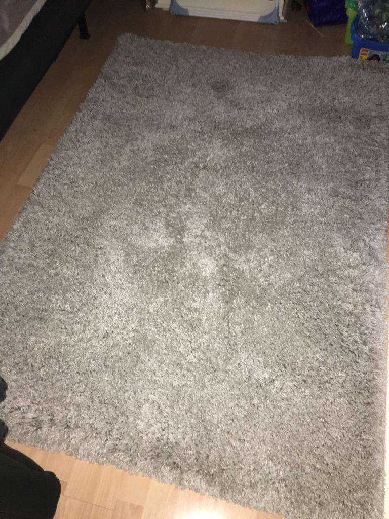 GORGEOUS CREAM RUG WITH A THICK PILE