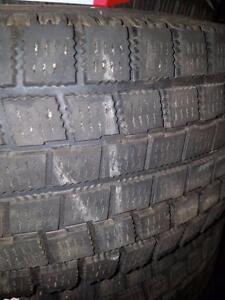 4 pneus d'hiver 215/65/16 Yokohama Ice Guard