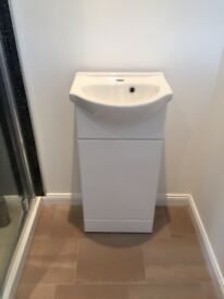 Wc white gloss sink / vanity unit
