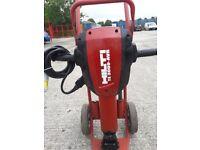 HILTI TE3000-AVR 30KG HEAVY BREAKER/HAMMER 110v (c/w x3 Hilti Chisels To Fit)