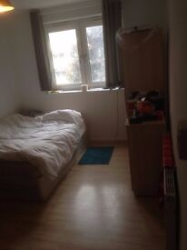 Spacious double room in Bethnal green to go ASAP!