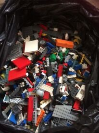 3.1 kg of mixed Lego .