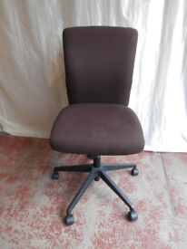 Brown swivel chair (Delivery possible)