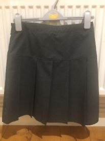 New skirt, never worn. Age 12-13