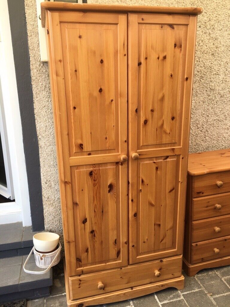 10x10 Room With King: Double Pine Wardrobe And 5 Drawer Dresser To Match With