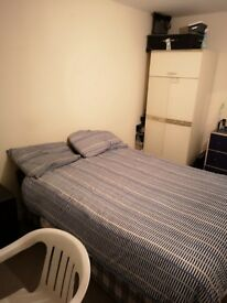 Double room, Cowley, good location, 5mins from bus stops and main road.
