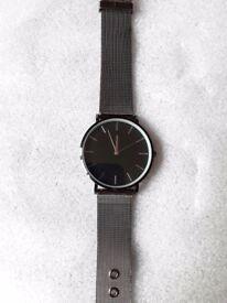 New stylish ladies metal watch.