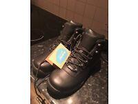 Hi-Tec Men's Walking Boots, Size 10, Brand New (never worn)